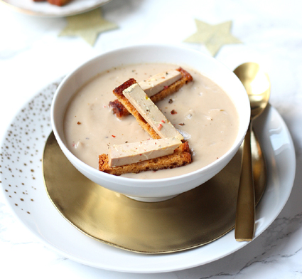 Velouté of chestnuts with foie gras and gingerbread – by Gourmandiseries